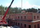 Budowa 27 kwietnia 2015, montowanie płyt stropowych